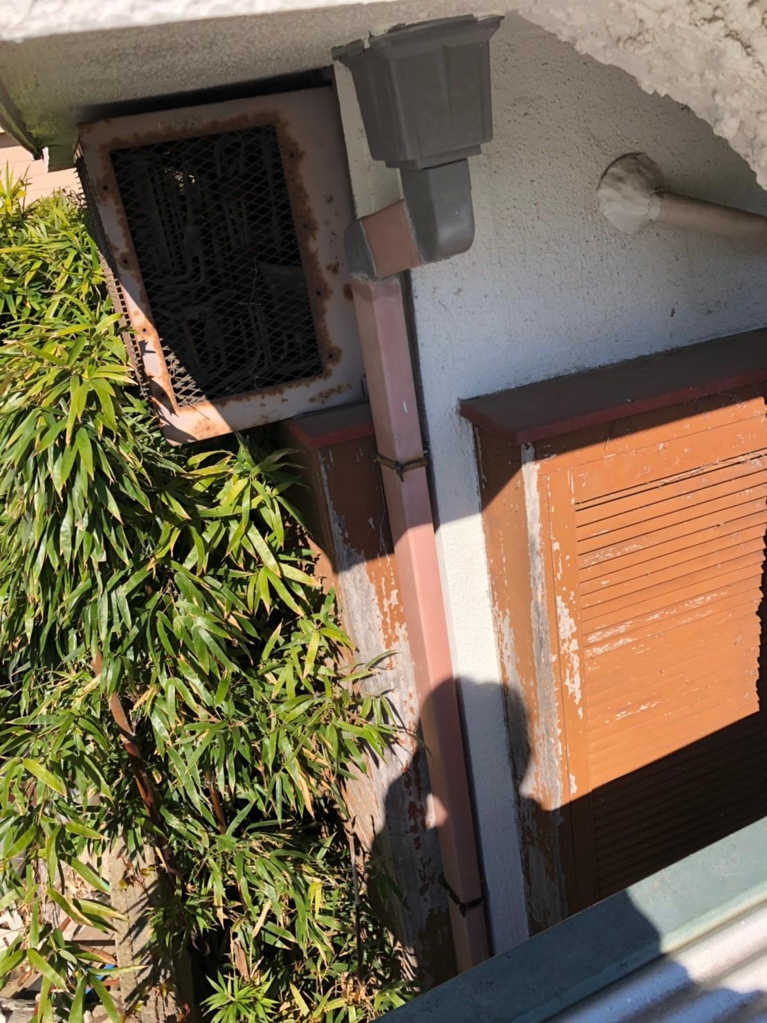 東京都世田谷区で火災保険を申請無料で雨樋交換工事施工前
