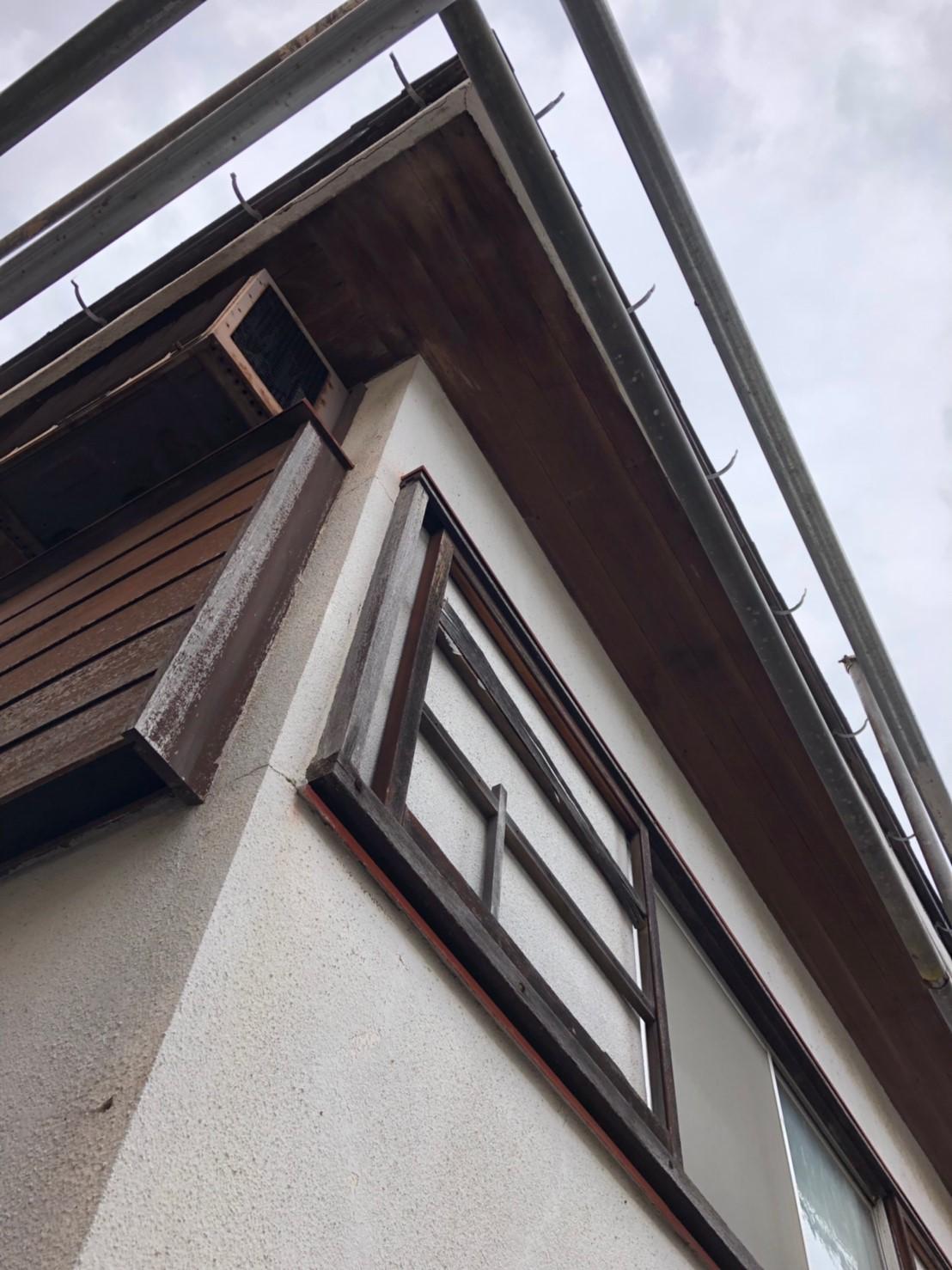 東京都世田谷区で火災保険を申請無料で雨樋交換工事施工中