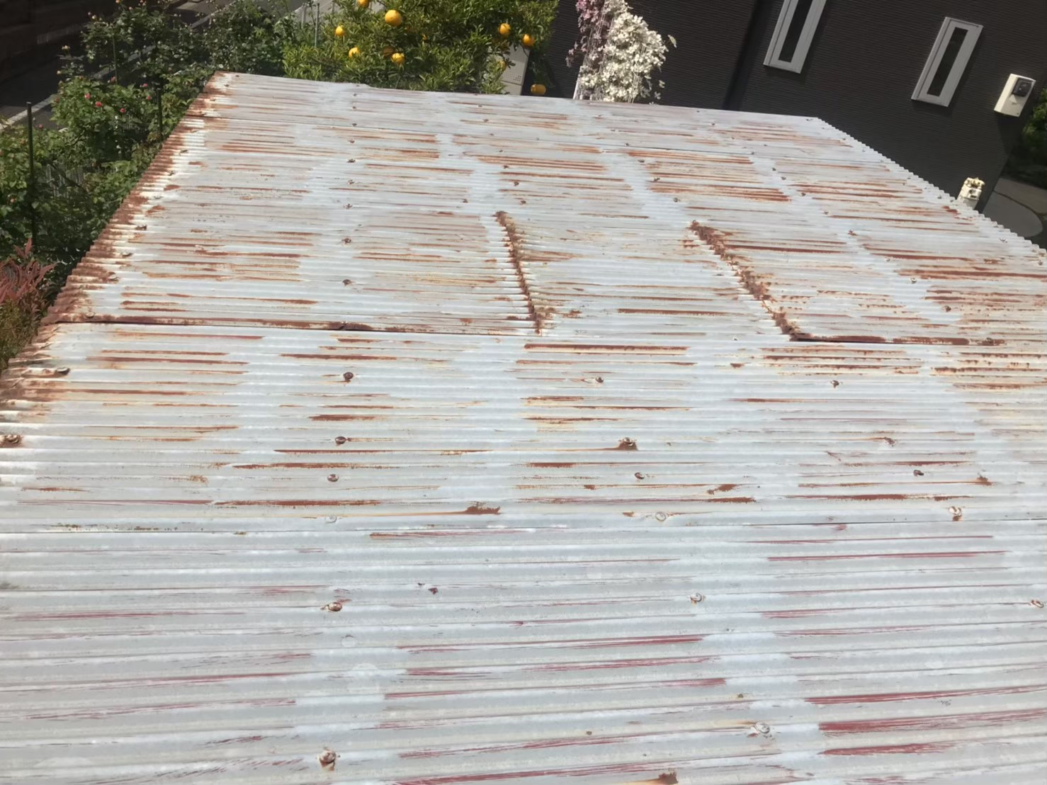 東京都八王子市で火災保険活用で波板塗装1