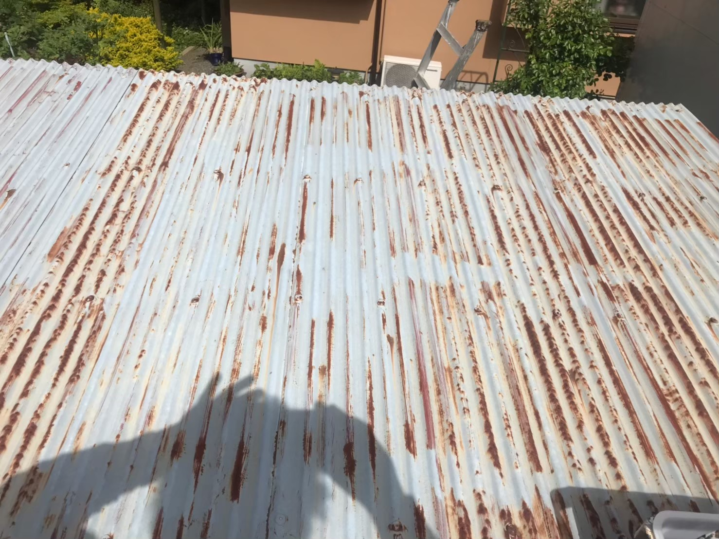 東京都八王子市で火災保険活用で波板塗装2