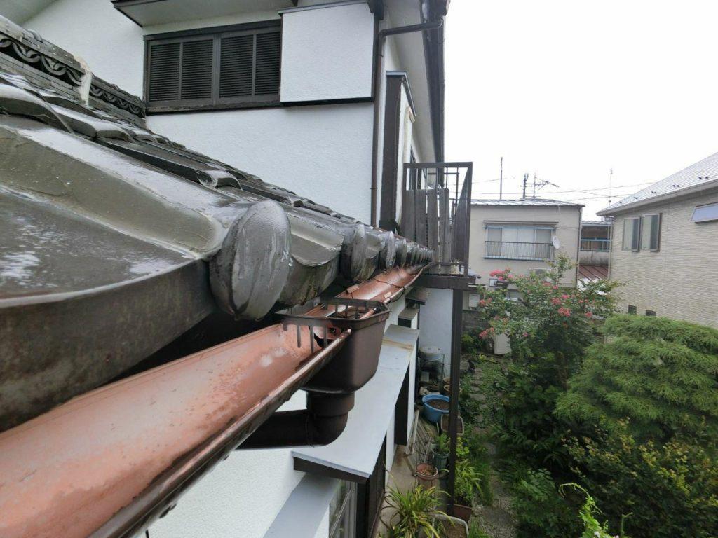 経年劣化と思い込んでませんか?八王子市にて雨樋工事