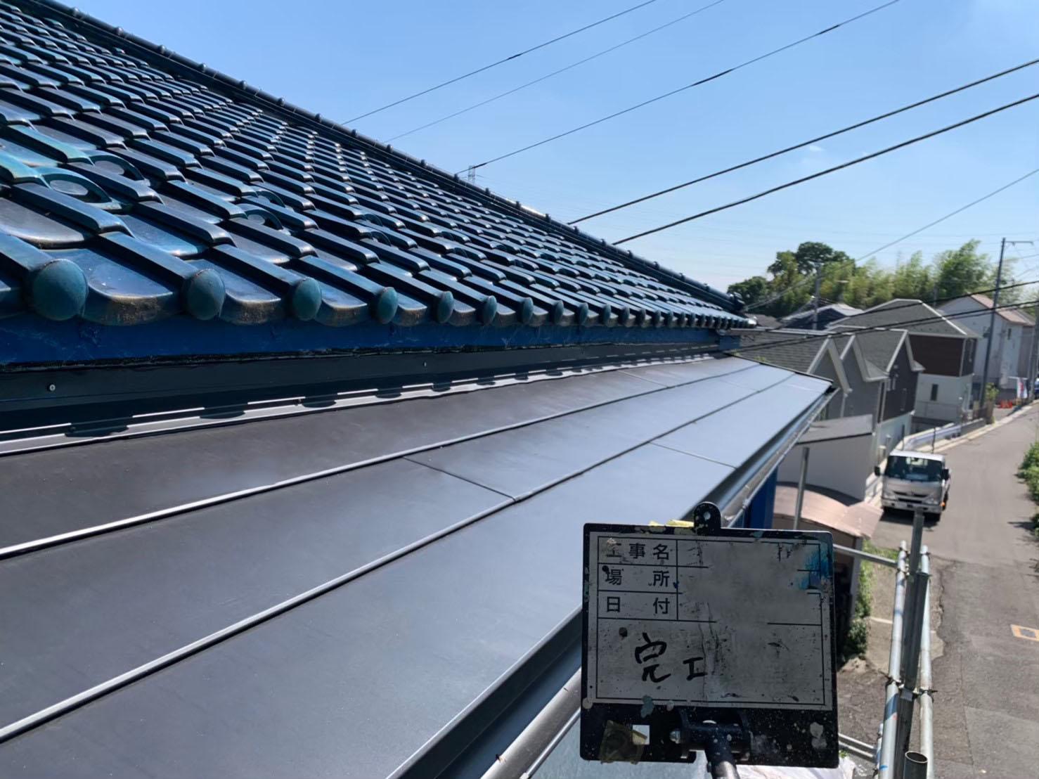 稲城市で火災保険活用の屋根葺き替え雨樋工事及び屋根外壁塗装