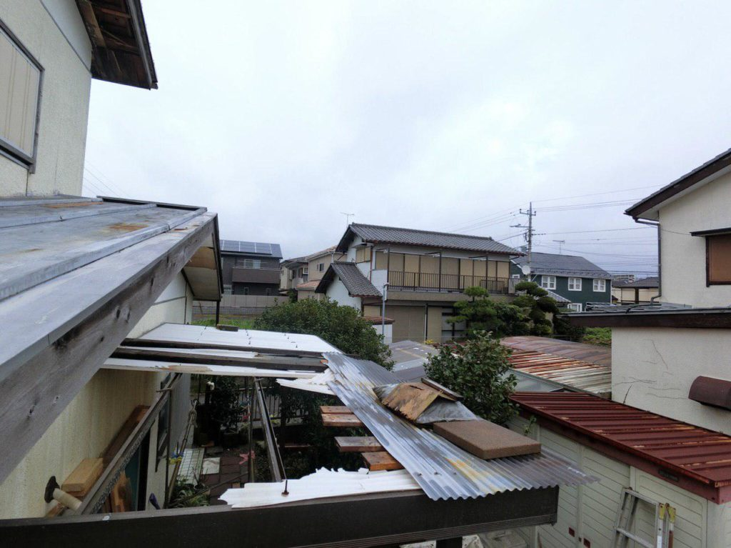 千葉市中央区で台風15号の被害!波板交換工事!