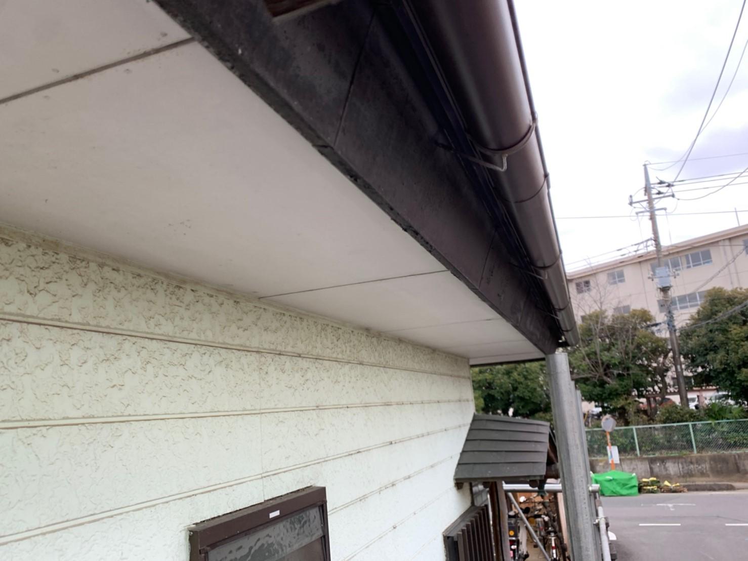 【施工完了報告!】雨どいの破損は建物全体が老朽化します・・埼玉県新座市にて雨どい&波板交換工事を行いました!