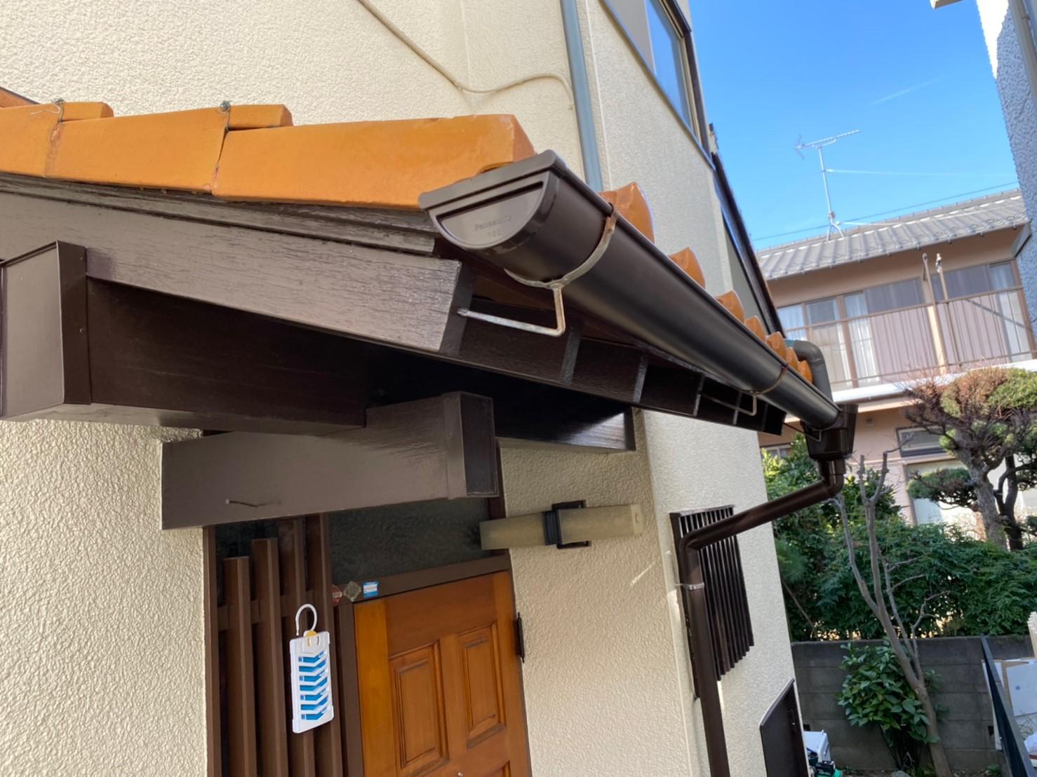 東京都日野市にて雨樋交換工事を実施!ご自宅の修繕はハートホームにお任せを!