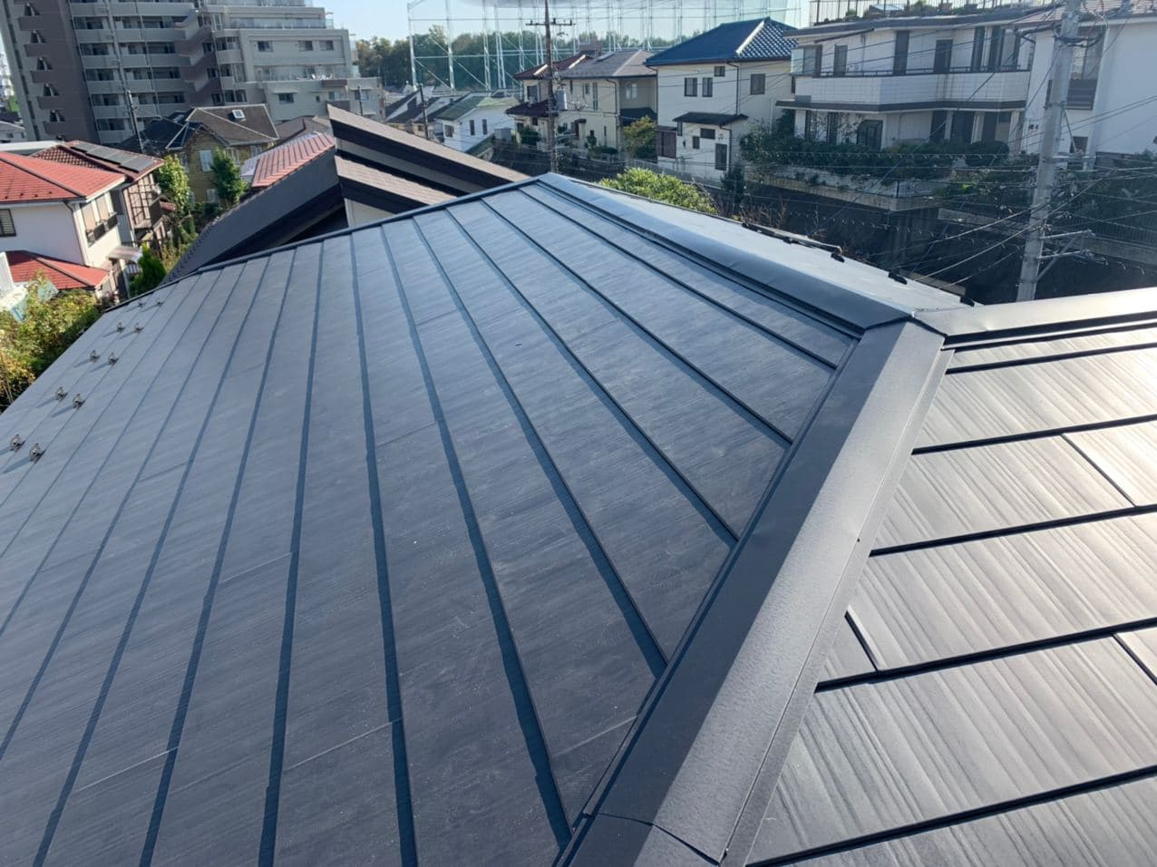 多摩市で屋根葺き替え工事 ラバーロック工法とは