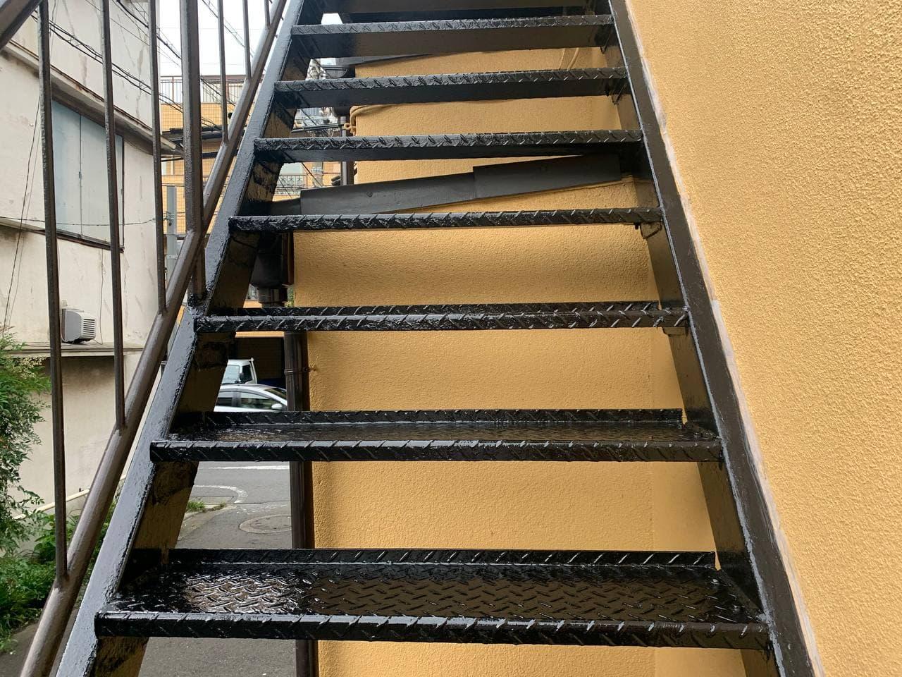 世田谷区で外付け階段溶接及び塗装工事