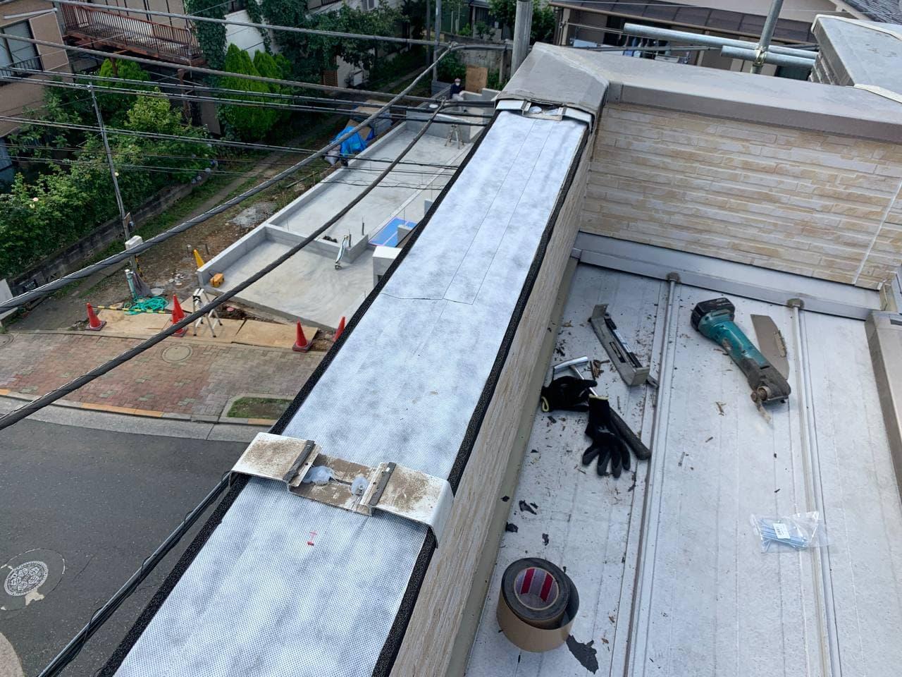 埼玉県ふじみ野市でベランダ笠木雨漏れ補修工事
