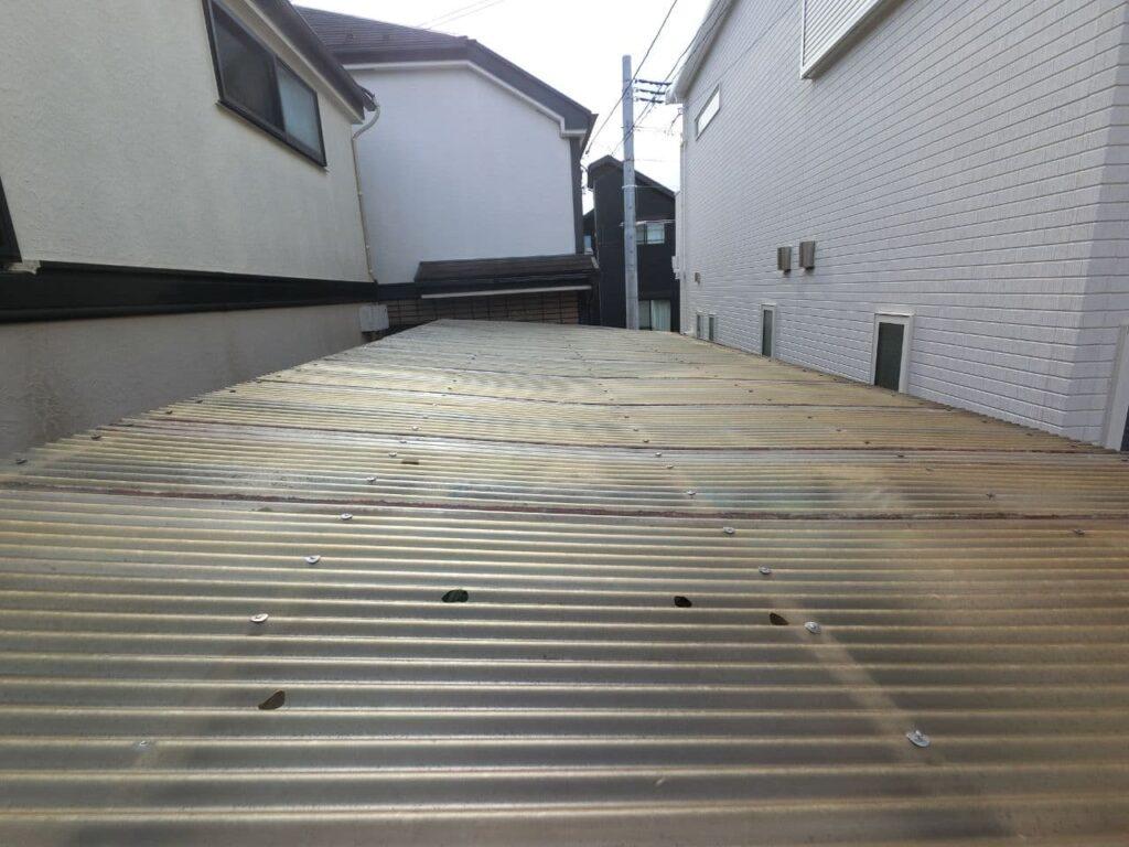 雹で波板や雨樋に穴が!東京都西東京市