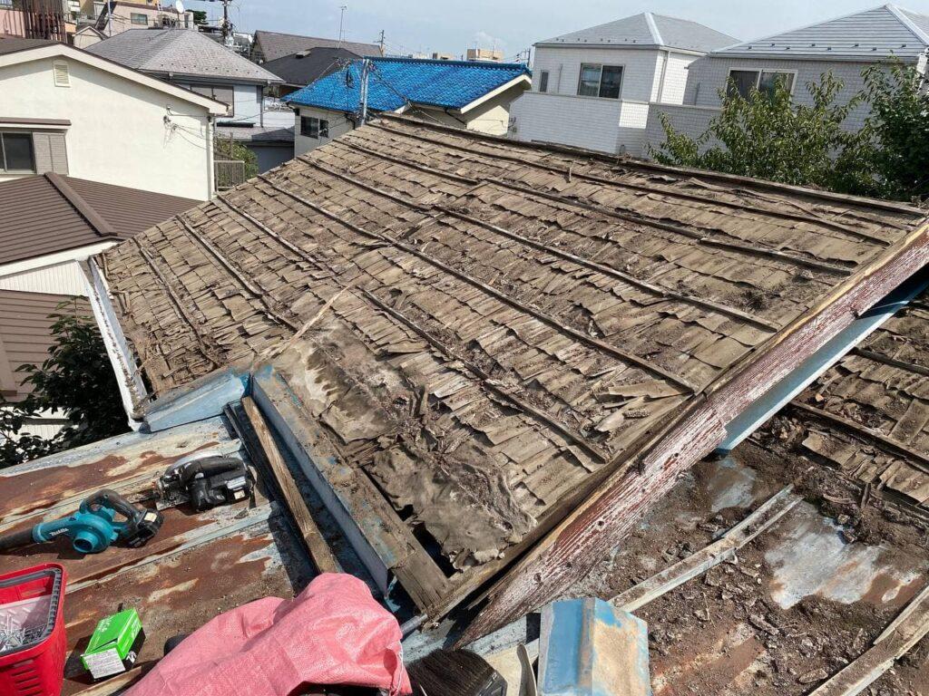 川崎市麻生区で雨漏れからの屋根葺き替え工事